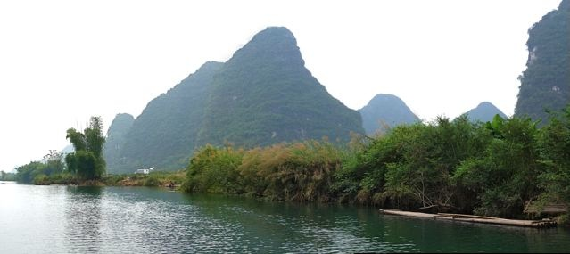Raft resting on 遇龍河.jpg